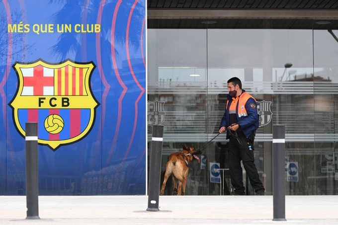 Cảnh sát khám xét trụ sở Barca