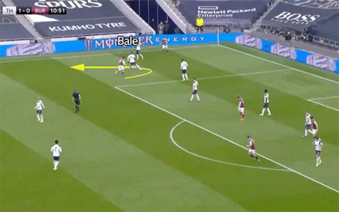 Bale lùi sâu lấy bóng...