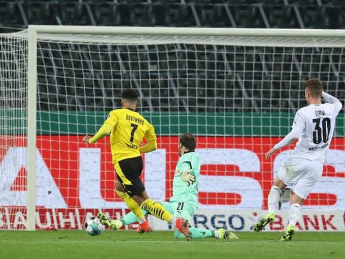 Sancho ghi bàn thắng duy nhất của trận đấu