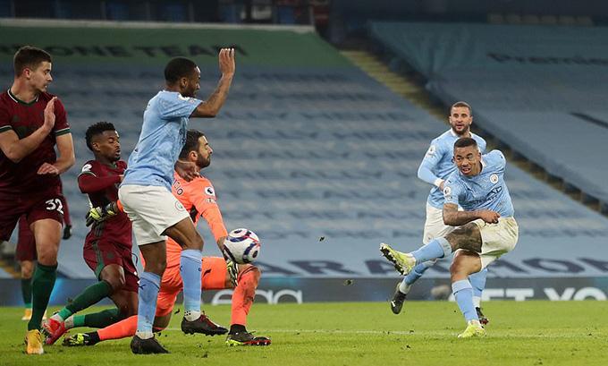 Jesus lập cú đúp trong 10 phút cuối trận mang về chiến thắng thứ 21 cho Man City