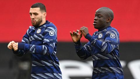 Kante (phải) và Kovacic giúp lối chơi của Chelsea vận hành trơn tru