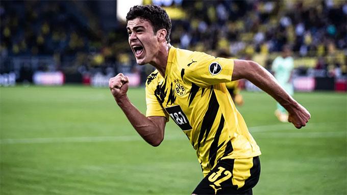 Reyna mới 18 tuổi mà đã là trụ cột của Dortmund