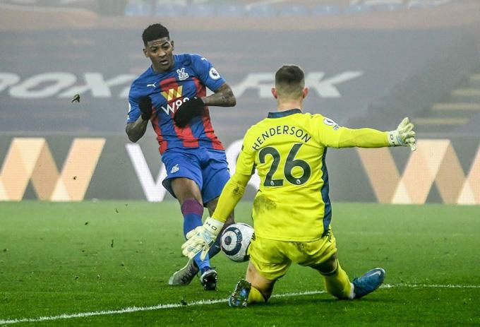 Henderson có pha cứu thua xuất thần ở phút 90 trận Palace vs MU