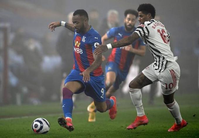 Rashford (phải) bất lực trong việc ghi bàn ở trận Palace vs MU