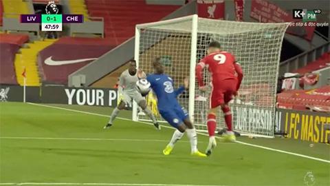 VAR lại gây bão trong thất bại của Liverpool trước Chelsea