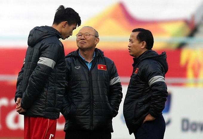 Ông Park chú ý đến chấn thương của Văn Hậu