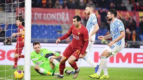 Mkhitaryan (áo sẫm) sẽ biết cách chọc thủng lưới đối thủ dưới cơ Genoa
