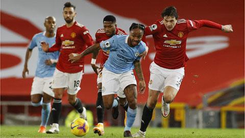 Hàng công khủng sẽ giúp Man City (giữa) vượt qua Man United