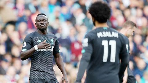 Salah - Mane ngày càng rạn nứt, Liverpool đau đầu