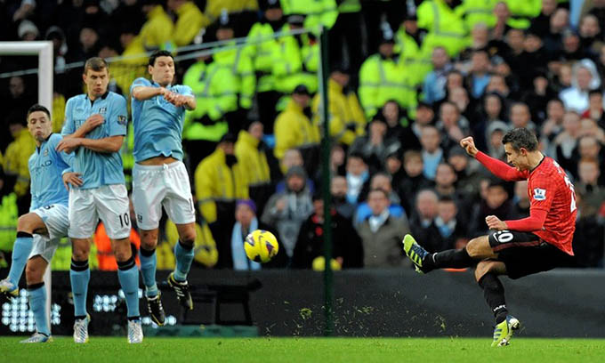 Khoảnh khắc ghi bàn đẹp mắt của Van Persie vào lưới Man City