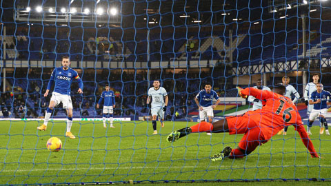 Chelsea (áo sáng) nhiều khả năng sẽ phải nhận thất bại trước Everton