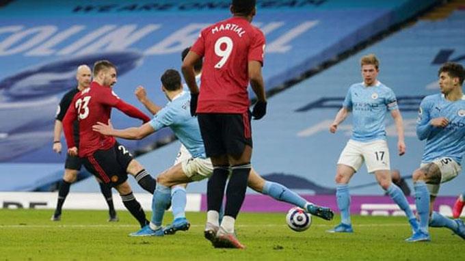 MU đã chơi hay nhưng thiếu chiều sâu để ganh đua dài hơi với Man City