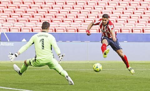 Luis Suarez tỏa sáng với pha vảy má điệu nghệ mở tỷ số trước Real