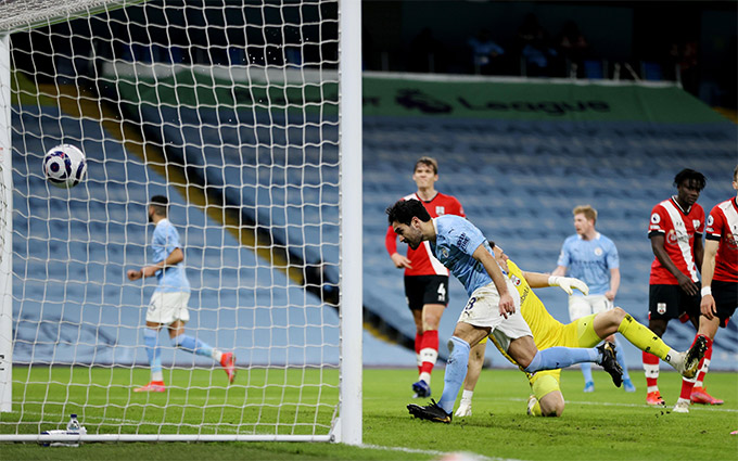 Guendogan ghi bàn ở giây bù giờ cuối cùng của hiệp 1