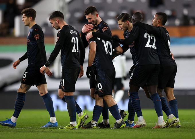 Man City tiến gần hơn tới danh hiệu vô địch
