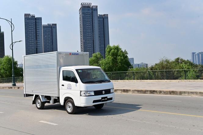 """Suzuki Carry được xem là """"vua xe tải nhẹ"""" tại Việt Nam với nhiều dòng xe bền bỉ, tiết kiệm và giá thành phù hợp"""