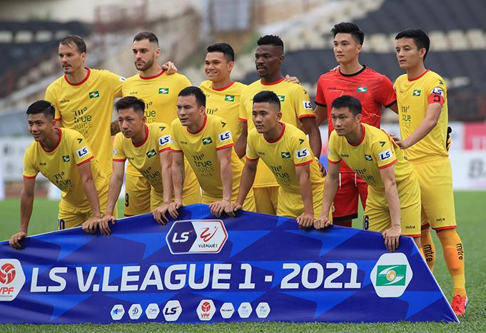 SLNA đã ra sân với đội hình mạnh nhất trong cuộc tiếp đón Quảng Ninh. Ảnh: Phan Tùng