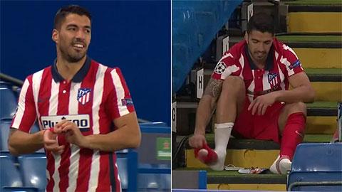 Suarez có 1 ngày tệ hại, bị hậu vệ Chelsea 'bỏ túi'