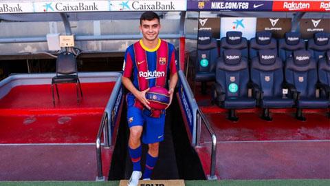Pedri trong ngày ra mắt Barca