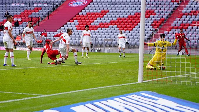 Lewandowski ghi bàn mở tỷ số