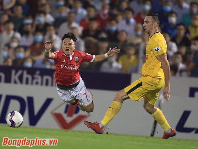 Ở trận hoà 0-0 giữa Hồng Lĩnh Hà Tĩnh và HAGL, thế trận diễn ra giằng co, đặc biệt ở khu vực giữa sân