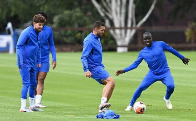 Hàng tiền vệ của Chelsea có thể tùy biến theo từng trận đấu