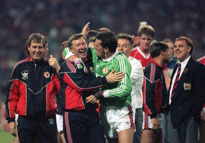 Danh hiệu đầu tiên của Sir Alex chính là FA Cup 1989/90