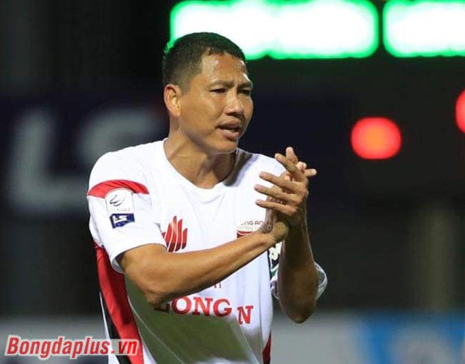 Cầu thủ bước sang tuổi 35 vẫn là một phương án dự phòng cần thiết trên hàng tấn công của đội tuyển Việt Nam, nhất là khi ông Park đang không tìm được thêm một trung phong lợi hại nào nữa ngoài Tiến Linh, Đức Chinh và Công Phượng.