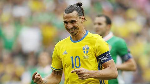 Ibrahimovic khóc trong buổi họp báo trở lại ĐT Thụy Điển