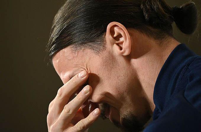 Ibrahimovic khóc trong buổi họp báo