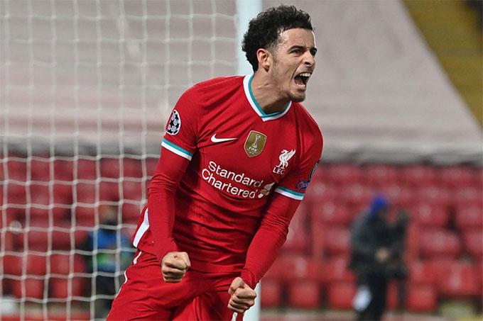 Jones đang có mùa giải thứ 3 đá cho đội một Liverpool