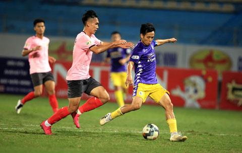 Văn Quyết (phải) và đồng đội sẽ không dễ giành 3 điểm ở vòng tới Ảnh: Minh Tuấn