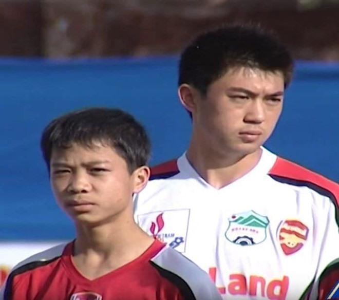 Lee Nguyễn có cuộc tái ngộ đầy thú vị với Công Phượng trong vai trò là đối thủ