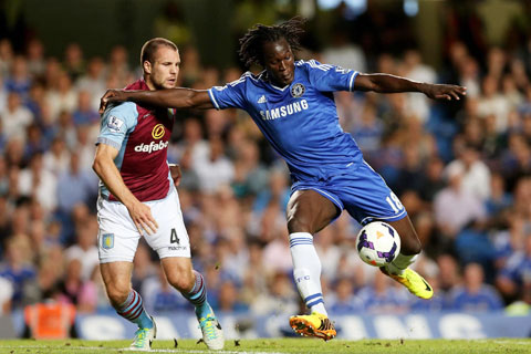 Lukaku (phải) từng có mấy mùa chơi bóng cho Chelsea nhưng không thành công