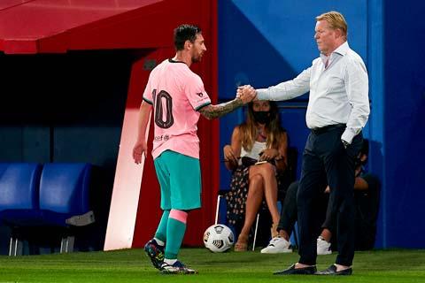 """Bằng cách thu phục """"quỷ đầu đàn"""" Messi, HLV Ronald Koeman (phải) đã giúp Barca vượt qua khó khăn để đi lên"""