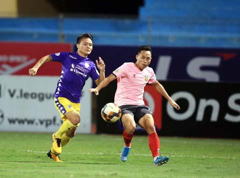 Quang Hải (trái) và đồng đội sẽ có trận đấu khó khăn trước HL Hà Tĩnh - Ảnh: MINH TUẤN