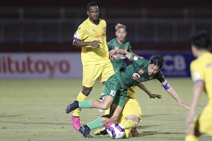 Thắng Sài Gòn, Nam Định (vàng) cắt đứt chuỗi 28 trận không thắng ở sân khách. Ảnh: Quốc An