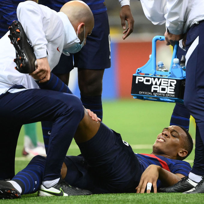 Martial lại dính chấn thương