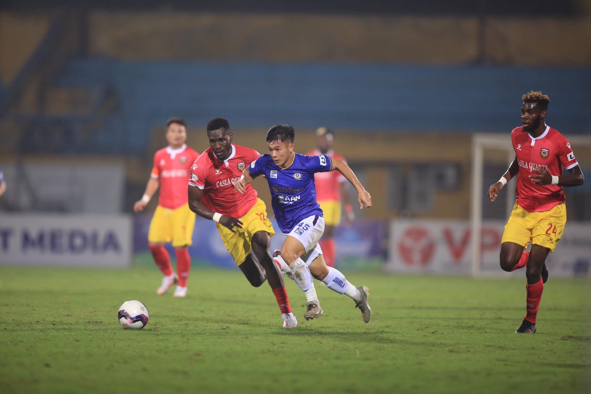 HL Hà Tĩnh giành 1 điểm quý giá trên sân của Hà Nội FC - Ảnh: Minh Tuấn