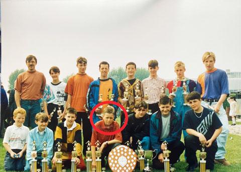 Tài năng vượt trội từng giúp Frodsham (khoanh tròn) từ đội U16 được chuyển thẳng lên đội U23 của Liverpool