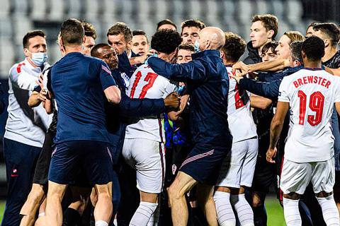 Anh lao thẳng vào các cầu thủ U21 Croatia