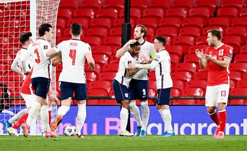 HLV Southgate cùng các cầu thủ toàn thắng 3 trận đầu ở vòng loại World Cup 2022