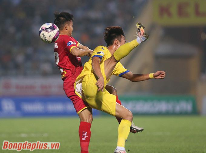 Nam Định giành chiến thắng ở phút bù giờ hiệp 2 - Ảnh: Sóng Nghệ