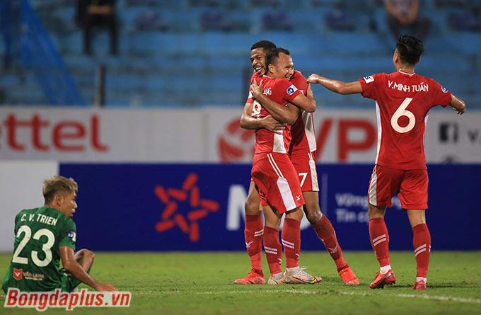 Trọng Hoàng, Caique liên tục ghi dấu ấn trong 2 bàn thắng kế tiếp của Viettel
