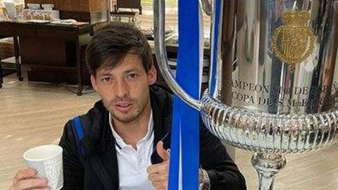 Vô địch Cúp Nhà vua cùng Sociedad, David Silva làm dày thêm bộ sưu tập cúp
