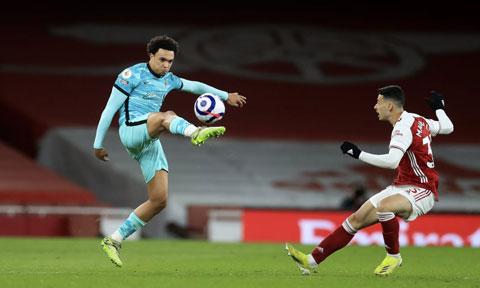 Trent Alexander-Arnold (trái) đã có màn trình diễn ấn tượng trước Arsenal, với điểm nhấn là quả tạt để Jota mở tỷ số  cho Liverpool