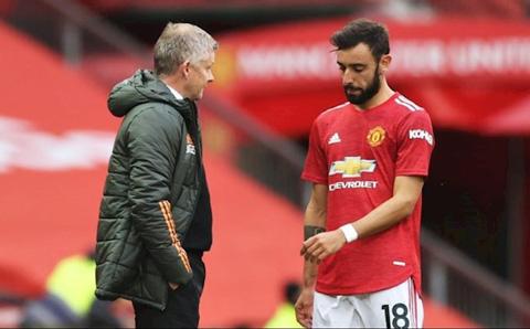 Fernandes và HLV Solskjaer đã có những tranh cãi vào cuối hiệp 1 trận MU vs Brighton