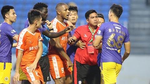 Việt Anh và Văn Quyết bị treo giò sau những pha bóng không đẹp trước SHB Đà Nẵng
