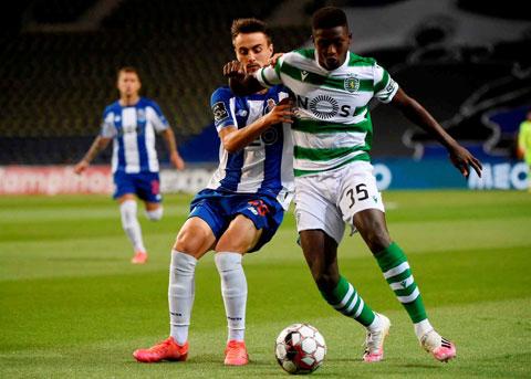 Mendes (phải) tung hoành trong màu áo Sporting Lisbon