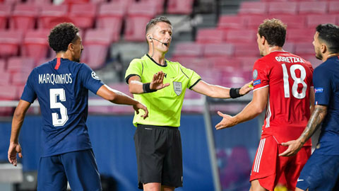 Trọng tài Daniele Orsato cầm còi chính ở trận chung kết Champions League giữa Bayern - PSG hồi tháng 8 năm ngoái tại Lisbon